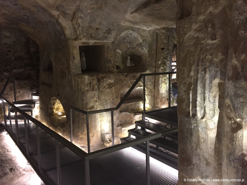katakumby św. Pawła - podesty