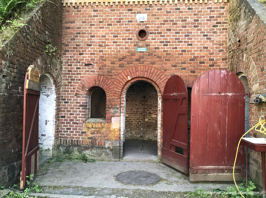 wejście do latryn