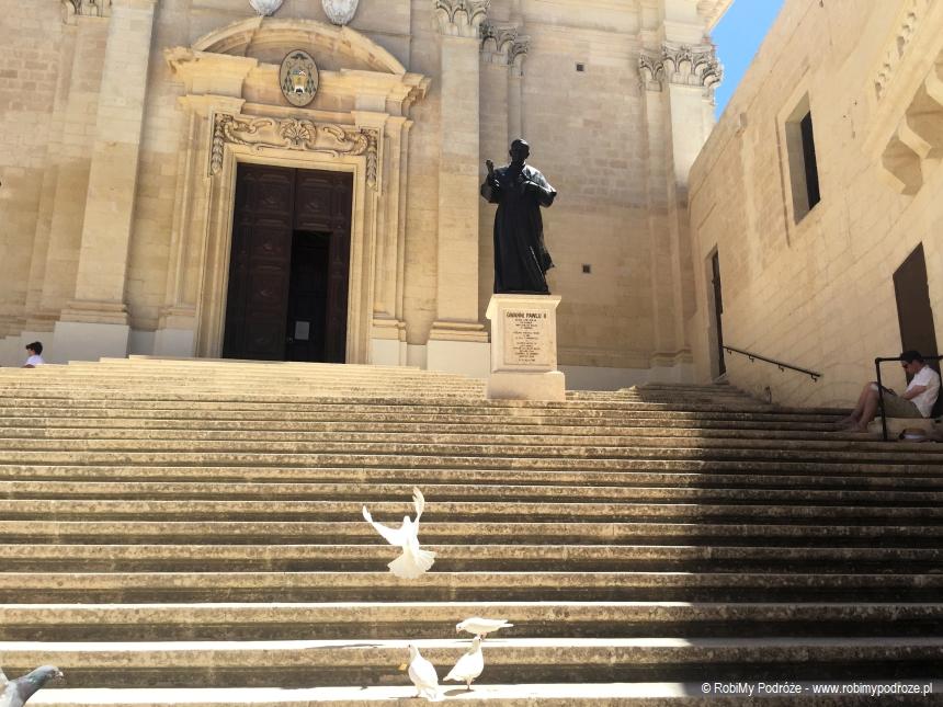 wejście do Katedry św. Marii