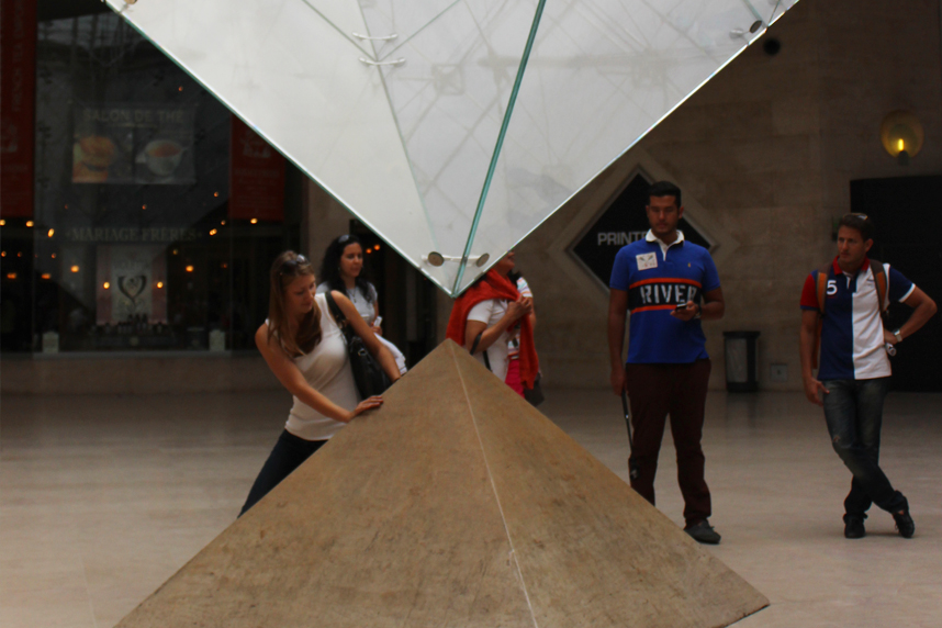 połączone piramidy Luwr
