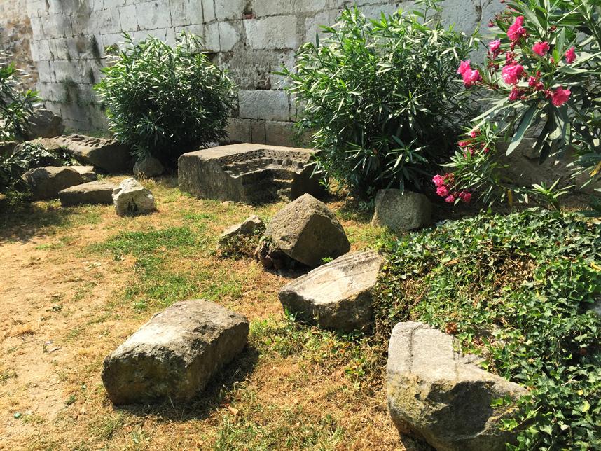 fragmenty murów Splitu
