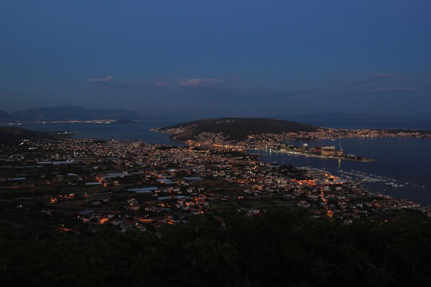 panorama Trogiru noc