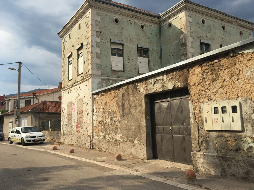 ostrzelany dom mostar