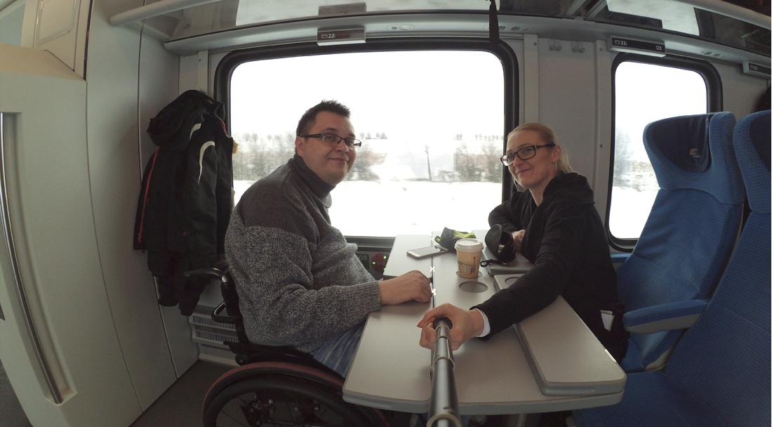 pociągiem na wózku inwalidzkim