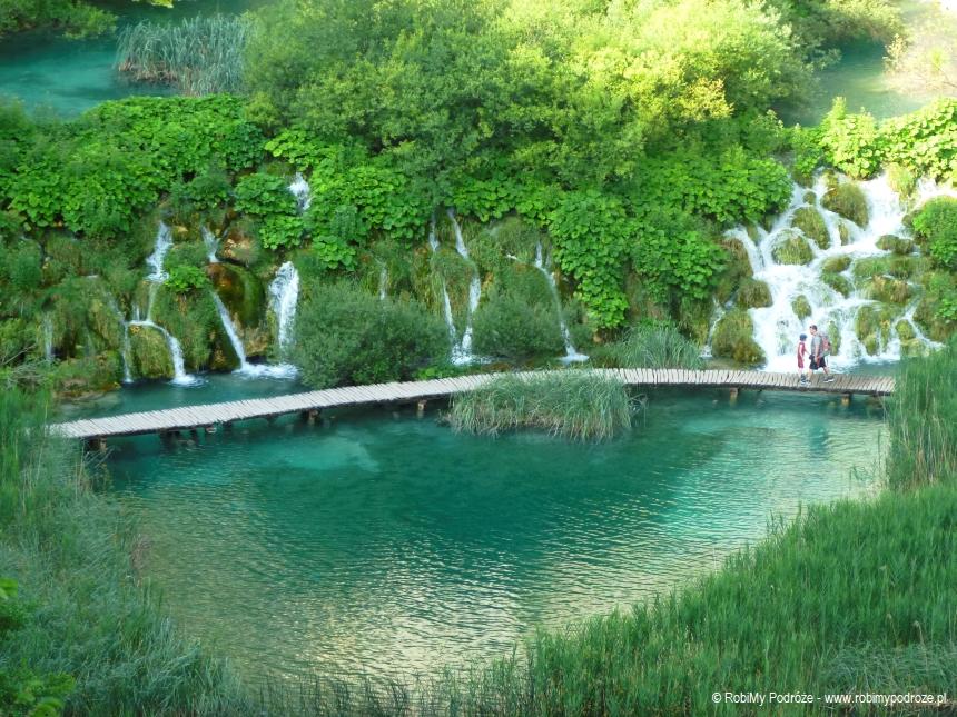 kładki Jezior Plitvickich tojedno zpiękniejszych miejsc wChorwacji