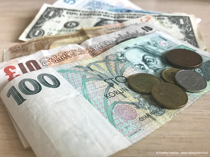 jak płacić za granicą gotówką
