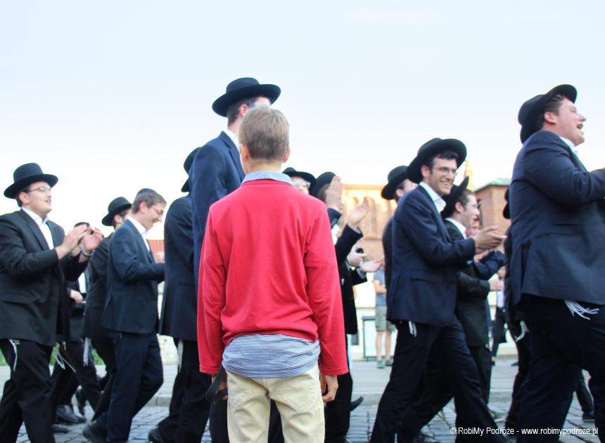 grupa żydów na Kazimierzu