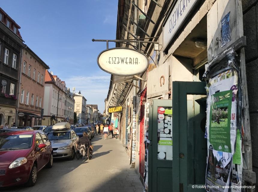 szyldy na ul Józefa w Kazimierzu