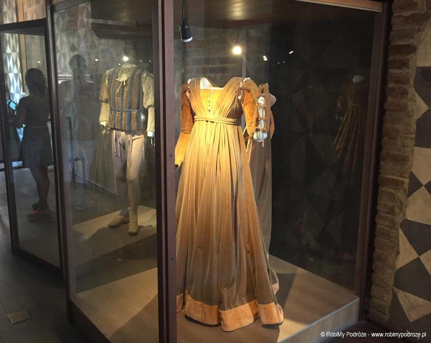 dom Julii suknie