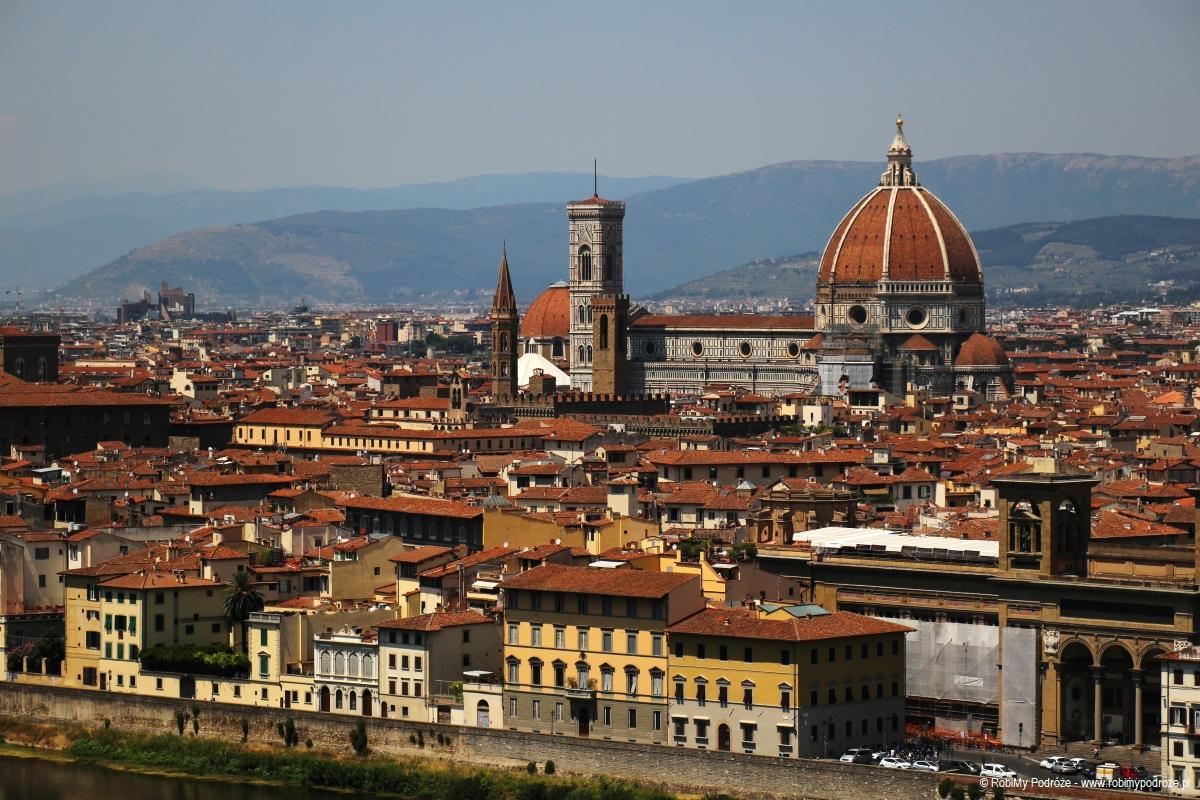 Katedra Santa Maria del Fiore ze wzgórza we Florencji