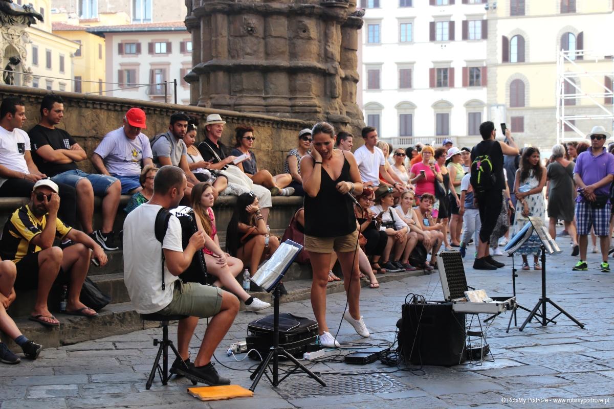 koncert na placu pomników we Florencji