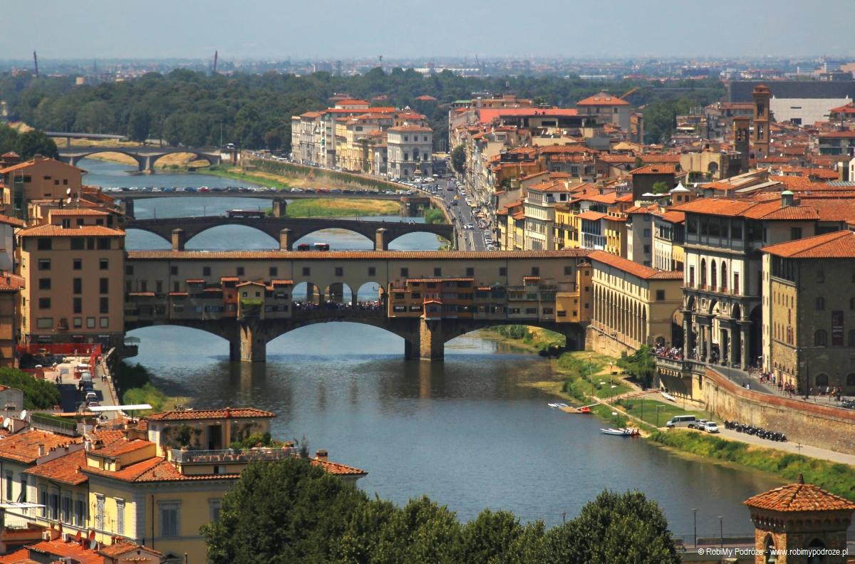 panorama rzeki Arno we Florencji