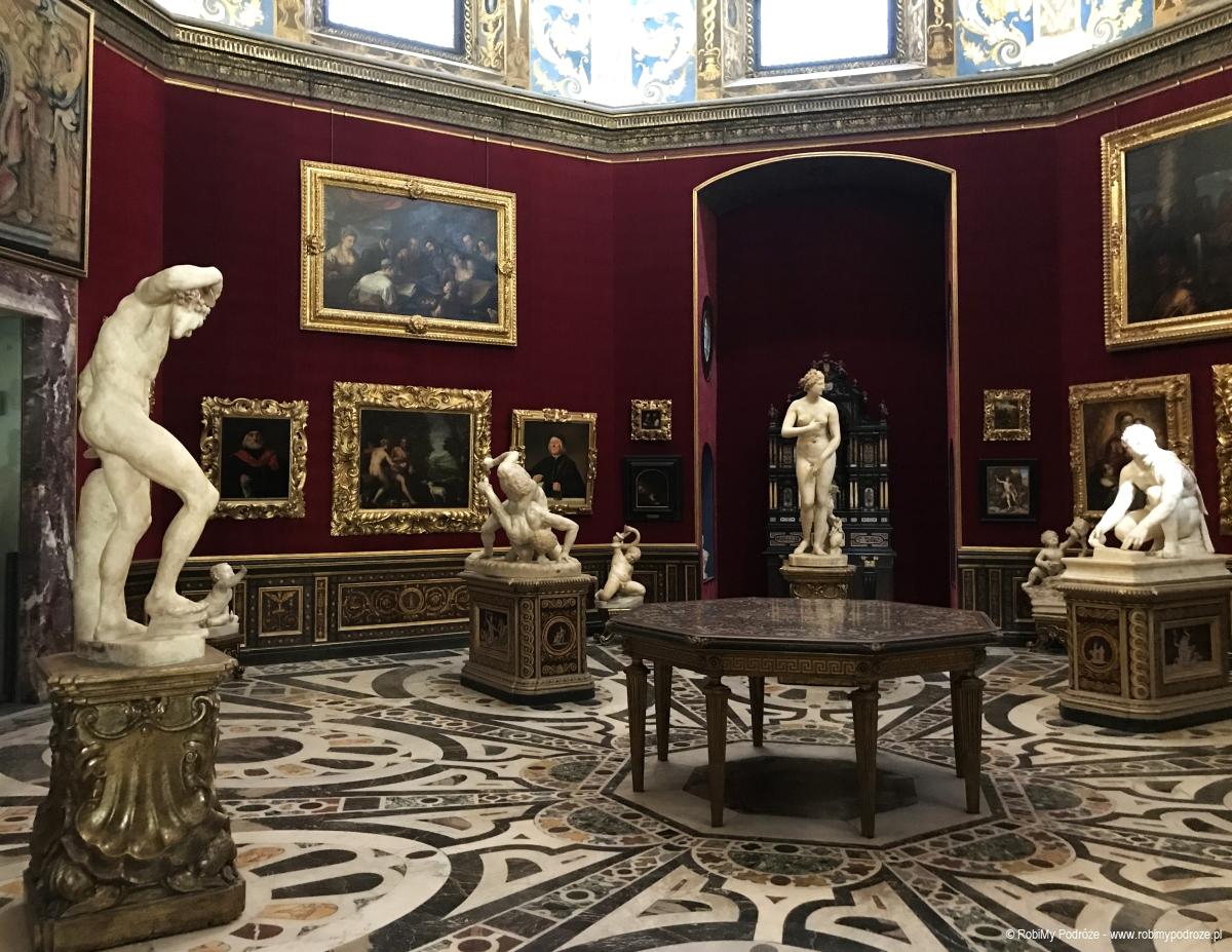 rzeźby w Galerii Uffizi