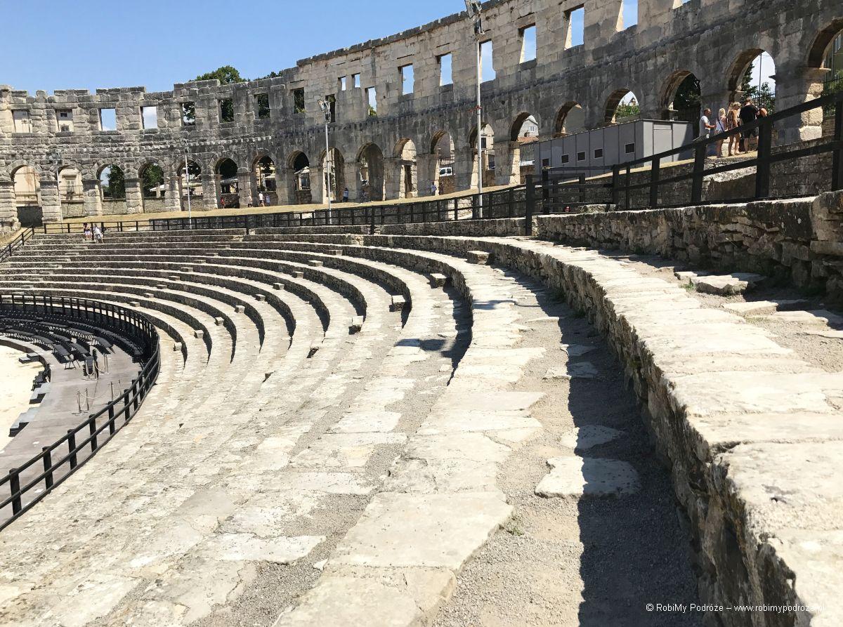 Amfiteatr wewnątrz