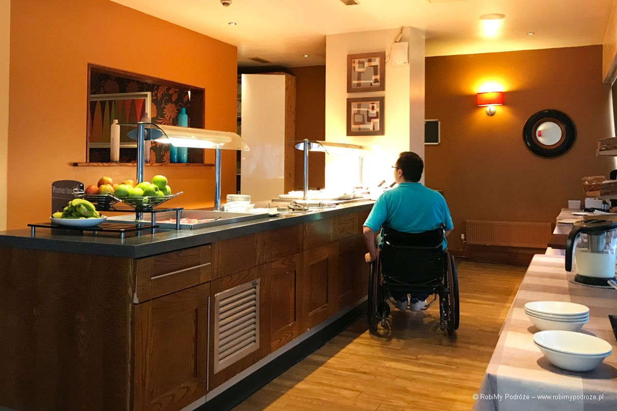 angielskie śniadanie w hotelu