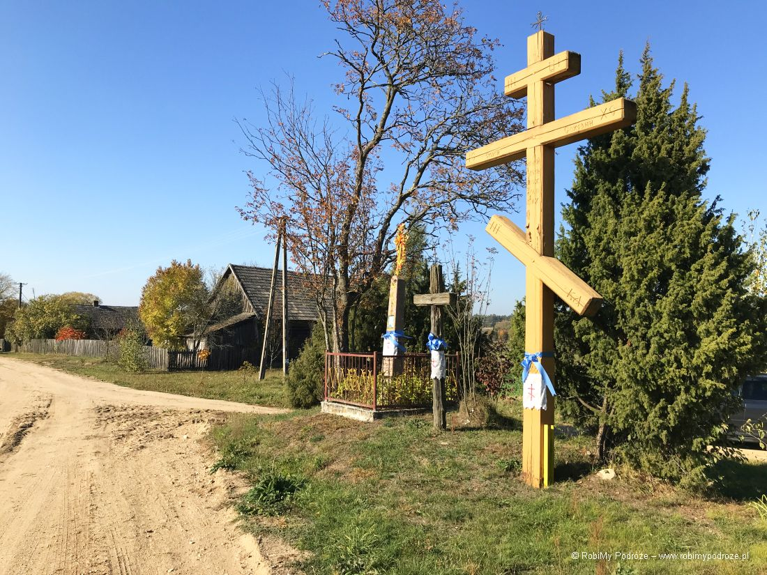 Kraina Otwartych Okiennic - krzyże w Soce