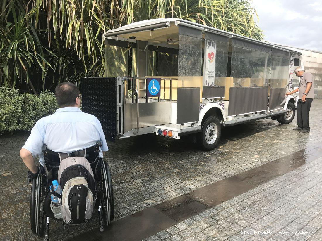 Singapur dla niepełnosprawnych - busiki dla turystów