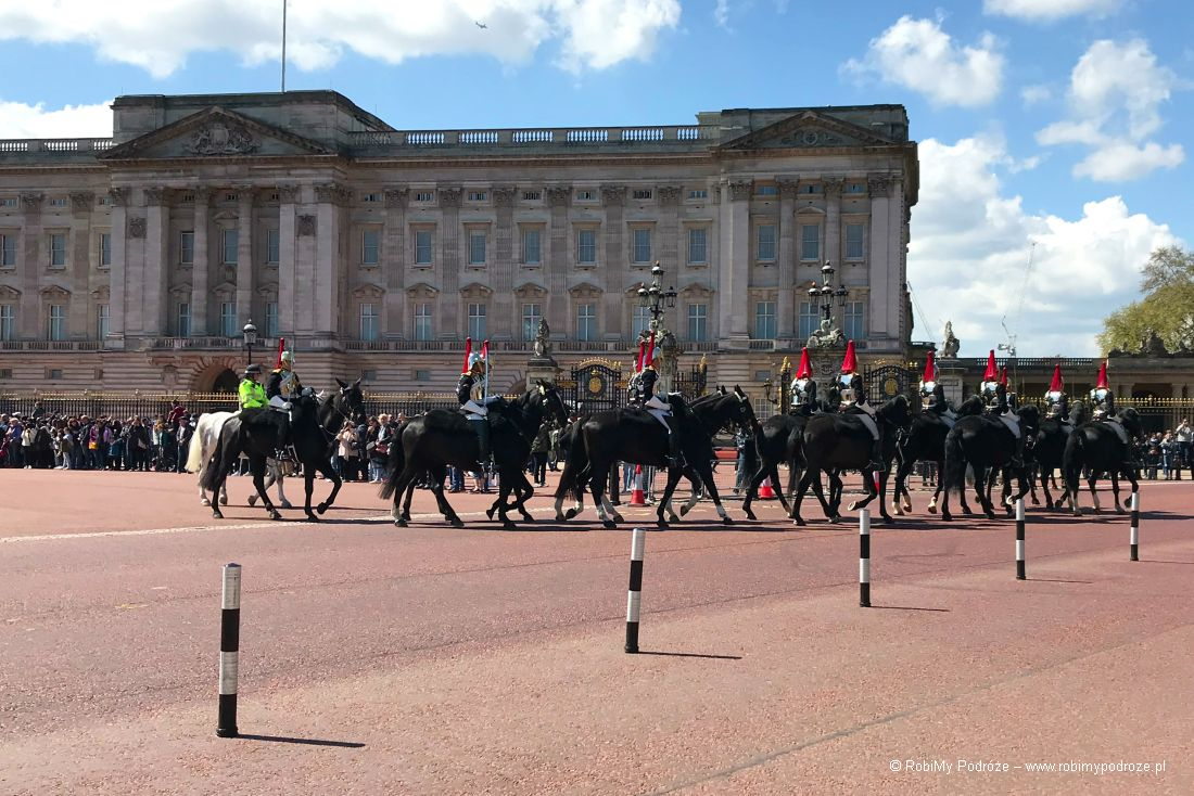 zmiana warty wBuckingham Palace