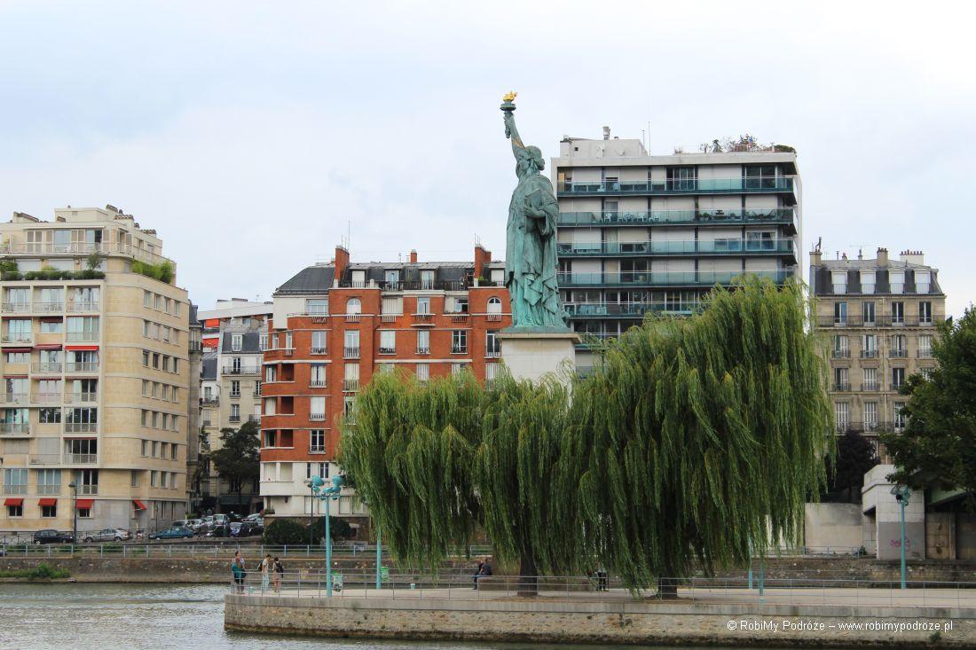 Statua Wolności nw Paryżu