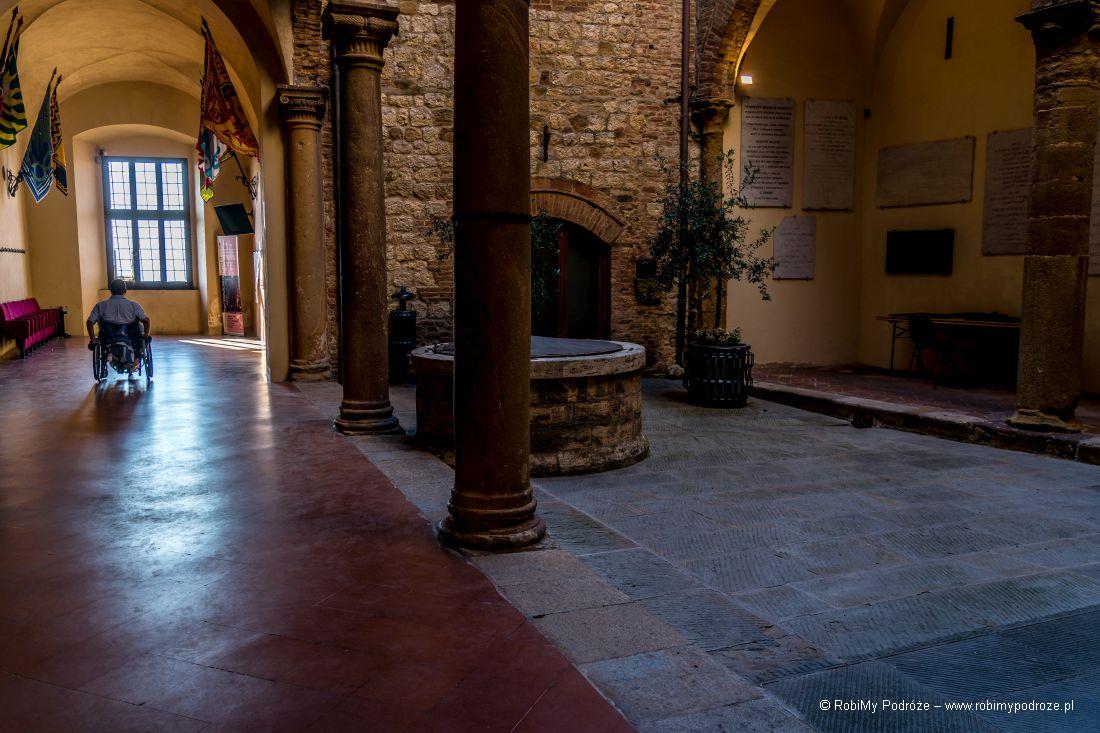 palazzo comunale wśrodku