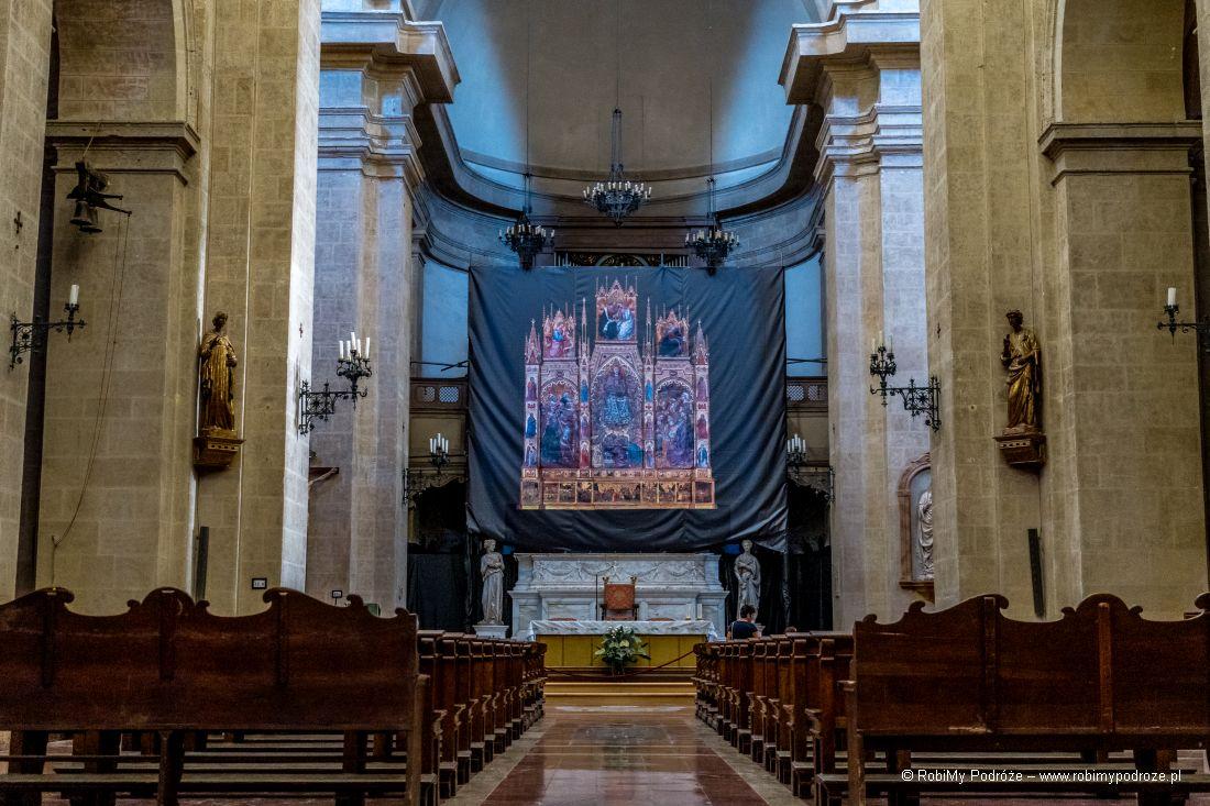wnętrze katedry duomo di Montepulciano wToskanii