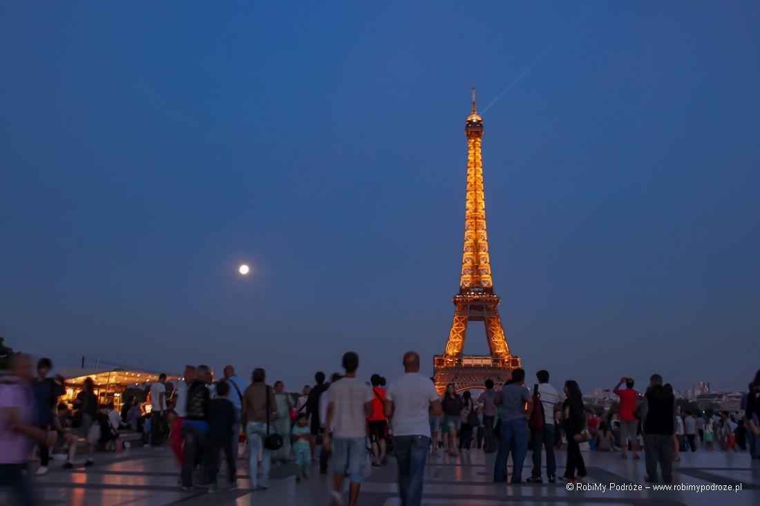Kolacja naWieży Eiffel'a lub kabaret wMoulin Rouge - walentynki co robić