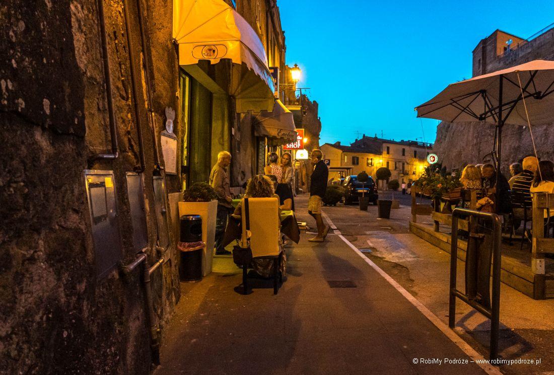 oświetlone restauracje Pitigliano