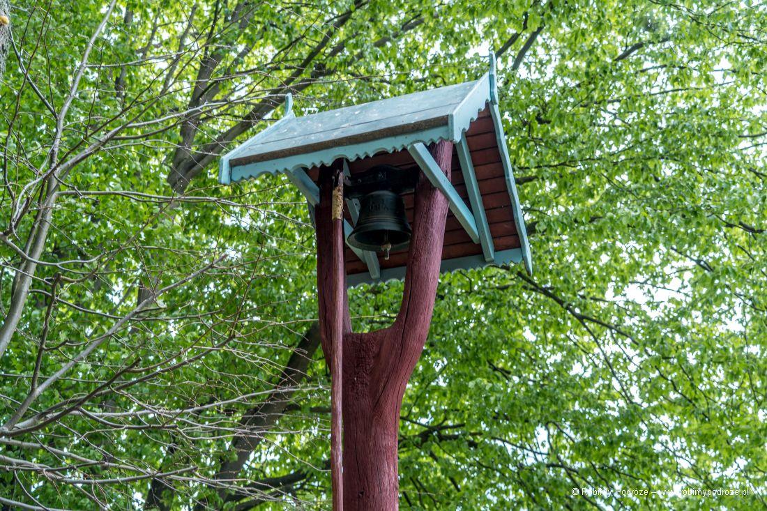 dzwon przy kapliczce wRusi