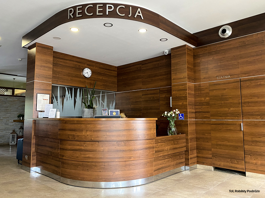 hotel nadnettą Augustów recepcja