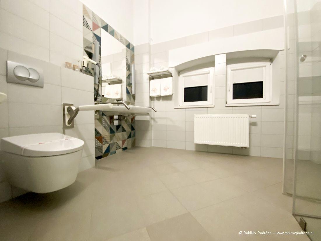 łazienka wHotelu Antonińska dla niepełnosprawnych