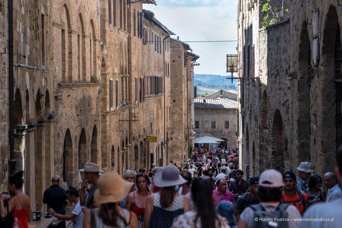 strome uliczki San Gimignano