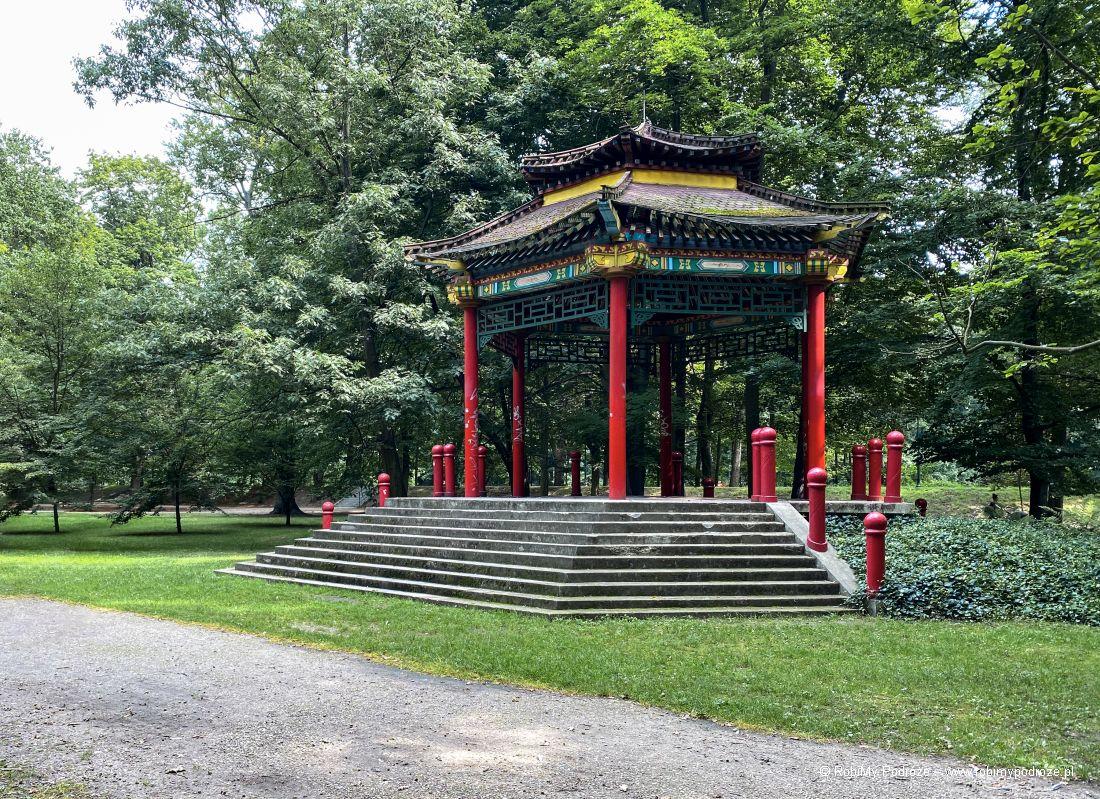 chińska pagoda wparku miejskim wKaliszu