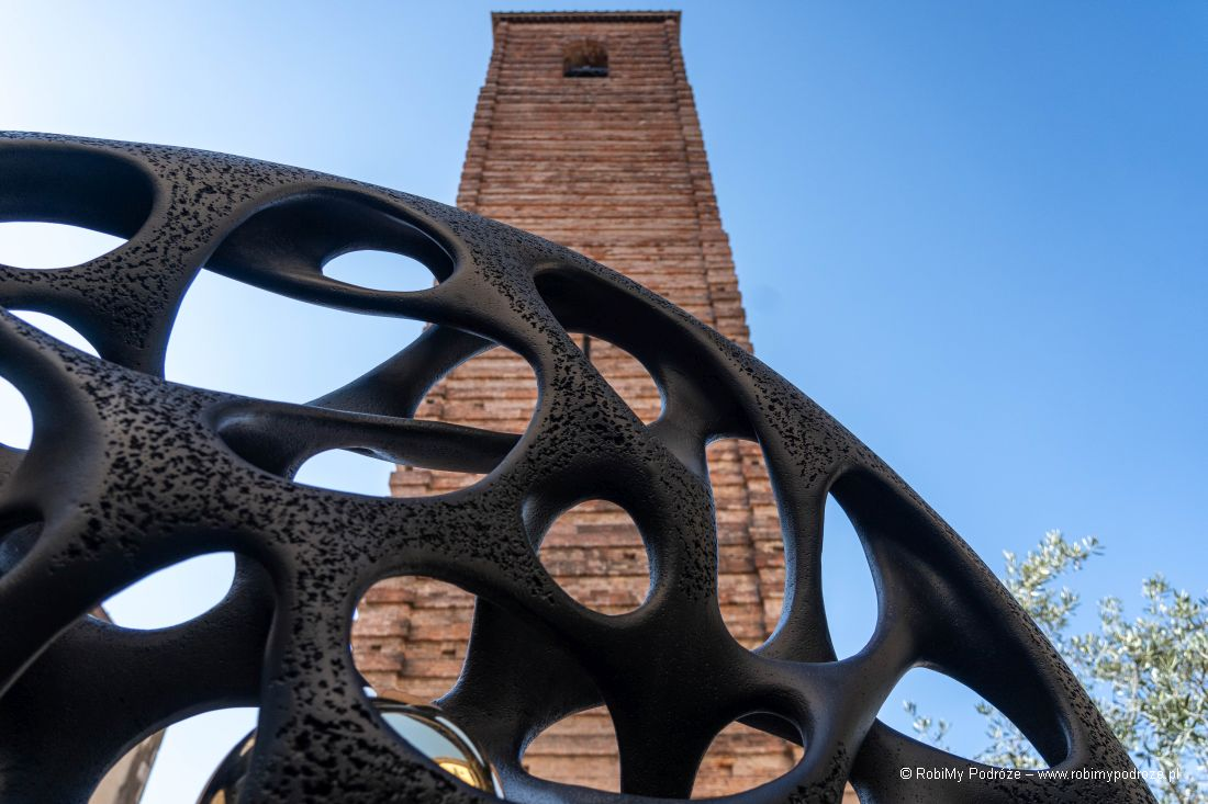 dzwonnica napiazza Duomo wPietrasancie