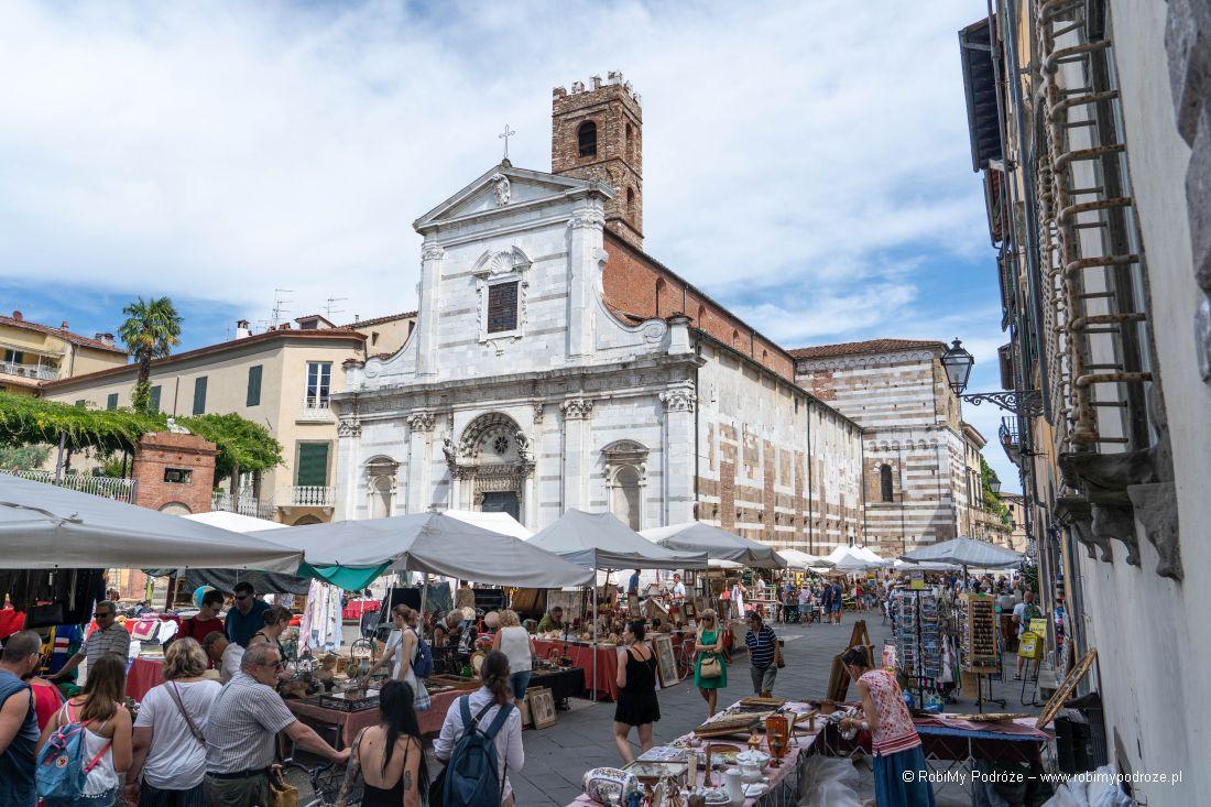 targ podkościołem Santi Giovanni