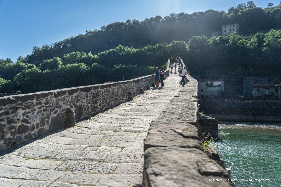 powierzchnia mostu diabła wToskanii