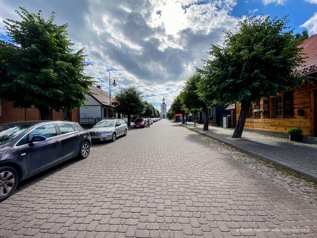 ulica przy domu komendanta UPana Boga zapiecem