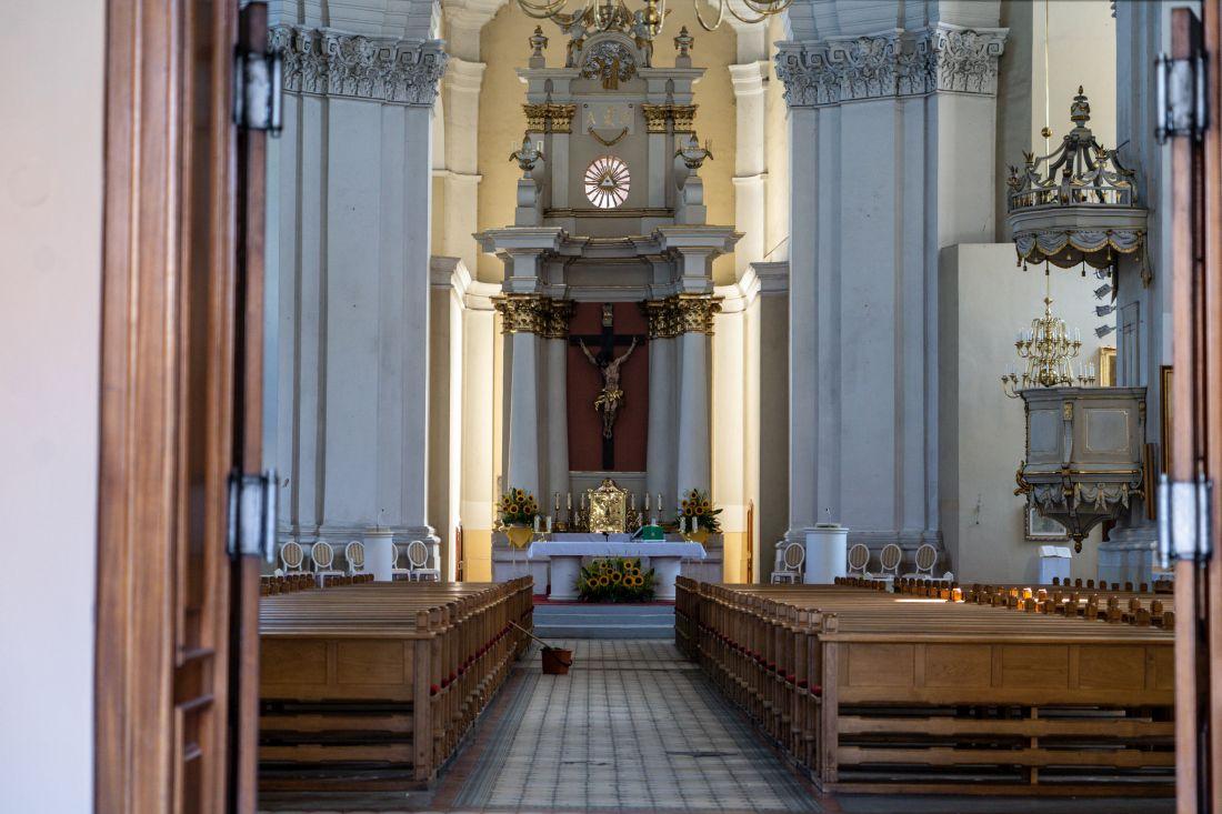 wnętrze kościoła św.Krzyża wLesznie