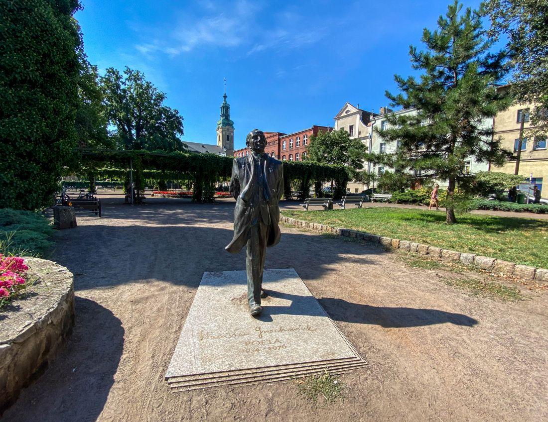 Pomnik Stanisława Grochowiaka - atrakcje Leszna
