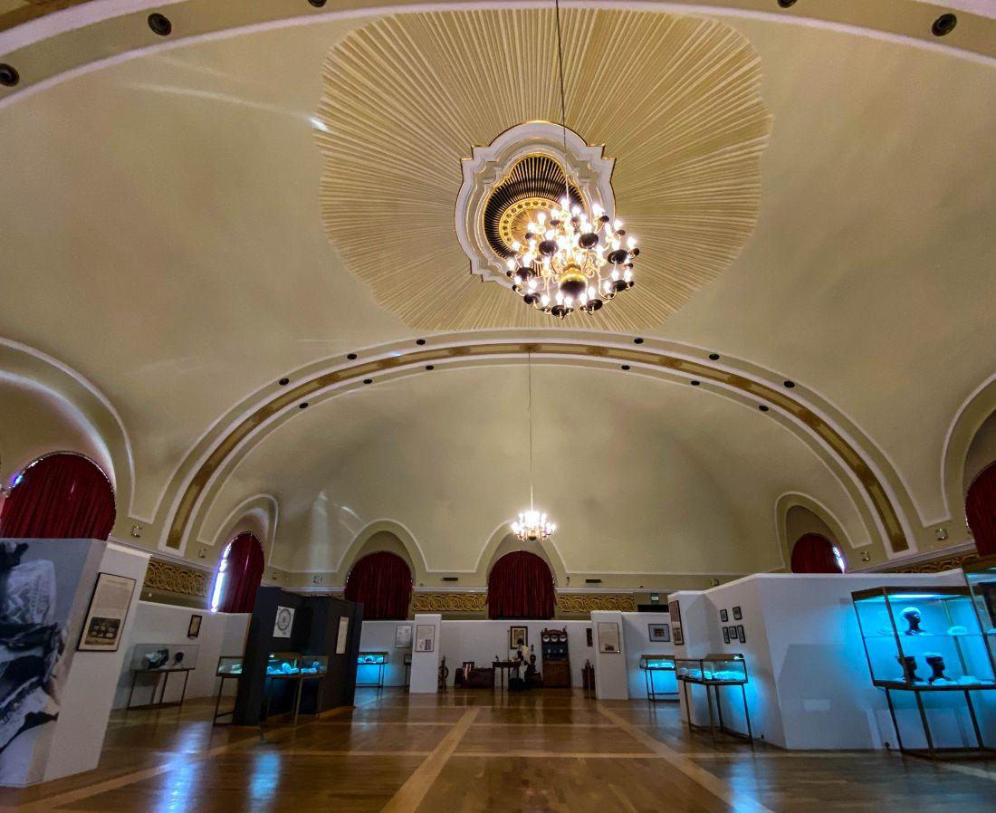 Wnętrze Synagogi Reformowanej warto zobaczyć wLesznie