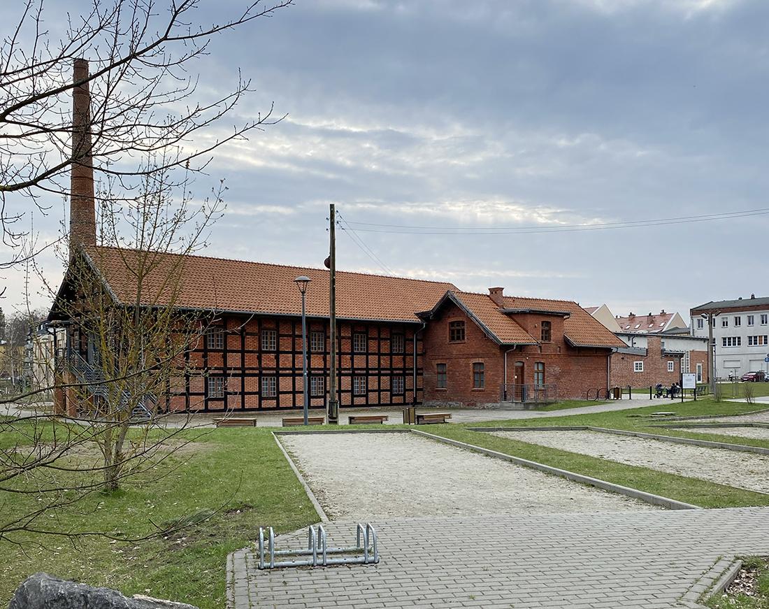 Muzeum Nowoczesności natrasie Łynostrady wOlsztynie