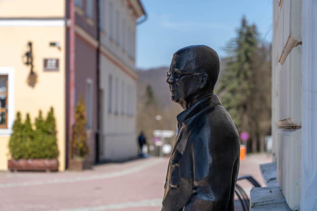 pomnik Zdzisława Beksińskiego wSanoku
