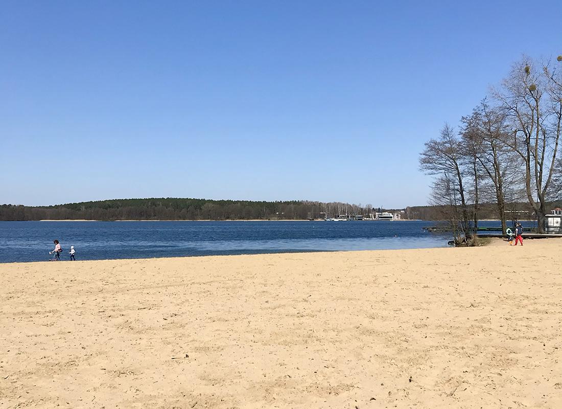 plaża nadjeziorem ukiel wOlsztynie