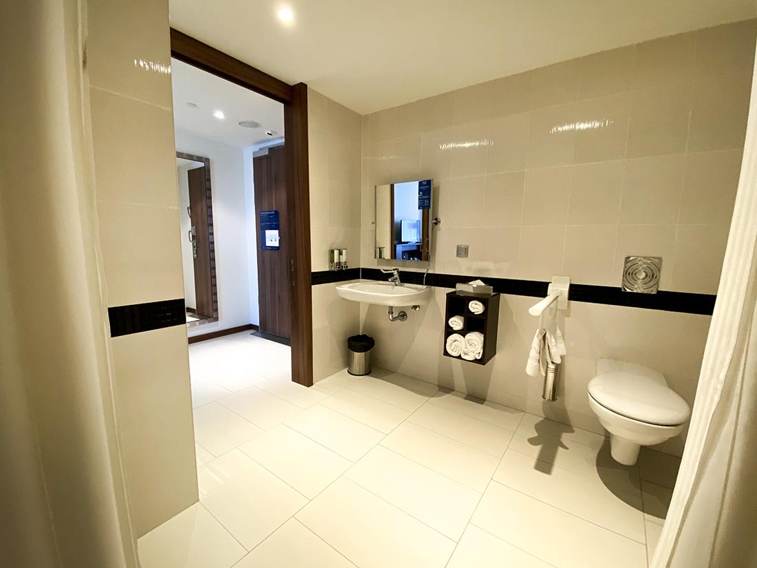 dostosowna łazienka dla niepełnosprawnych whotelu