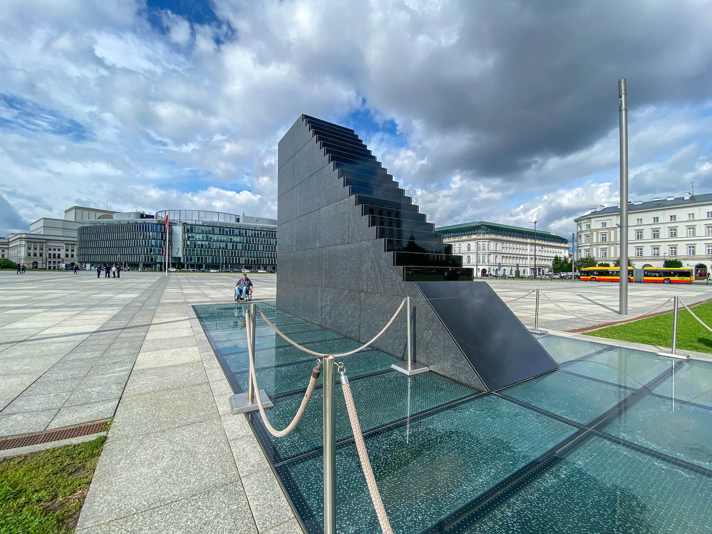 pomnik ofiar tragedii smoleńskiej